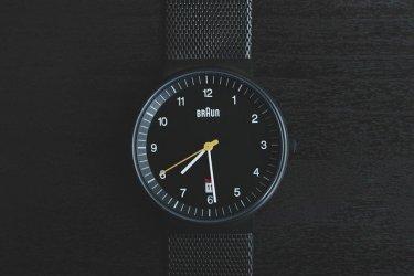IT業界の営業マンの勤務時間と1日の流れを解説