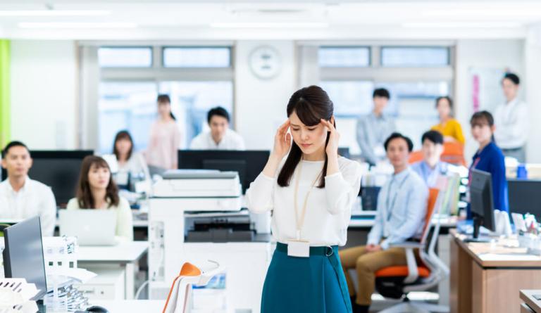 職場でストレスを感じるのは同僚と上司が原因? 対処方法も解説