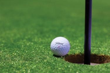 サラリーマンでゴルフができるとメリットが多い理由とは