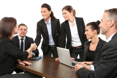 団体職員へ転職するメリット・デメリット!業務形態や年収も丁寧に解説